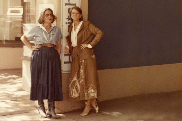 Elaine Horwitch and Julie Sasse in front of Horwitch's Santa Fe gallery, 1984. Photograph courtesy Julie Sasse.