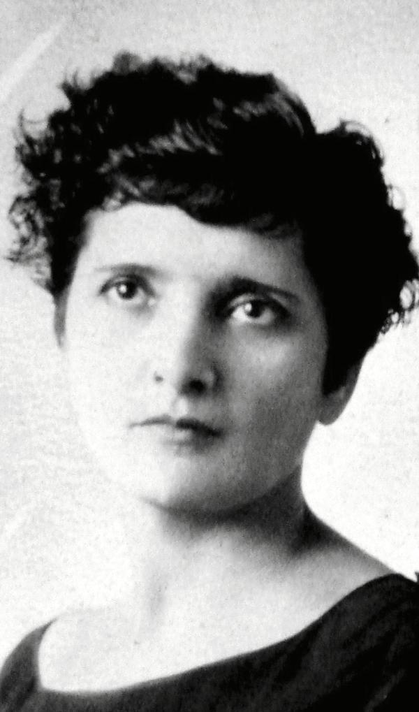 "Elvia Carrillo Puerto, also known as ""The Red Nun,"" ca. 1901. Courtesy public domain."