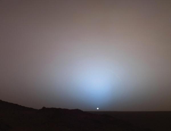 Blue sunset, Gusev Crater, Mars. Photograph courtesy NASA. ·
