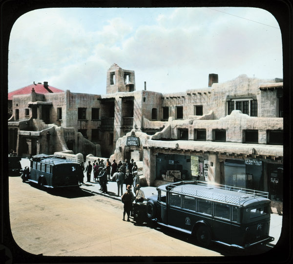 Indian Detours buses outside La Fonda Hotel, Santa Fe, New Mexico, ca. 1920. Courtesy Palace of the Governors Photo Archives (NMHM/DCA), neg. no. 014036.